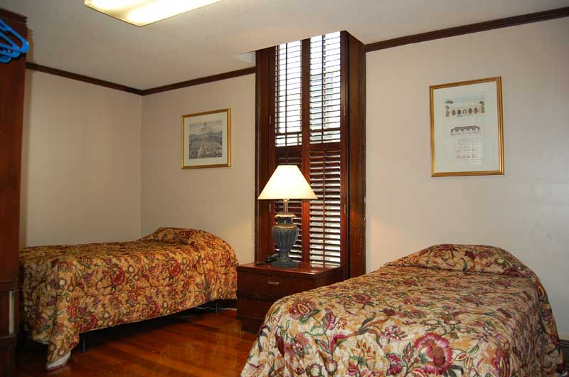 Five Bedroom Deluxe French Quarter Suites Hotel