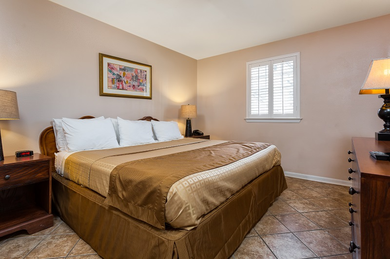 Two bedroom suites french quarter suites hotel - Hotels that have 2 bedroom suites ...