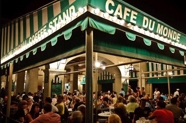 Steps to French Quarter Attractions